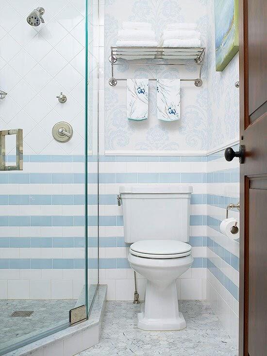 Sen tắm và bồn cầu trên cùng 1 bức tường