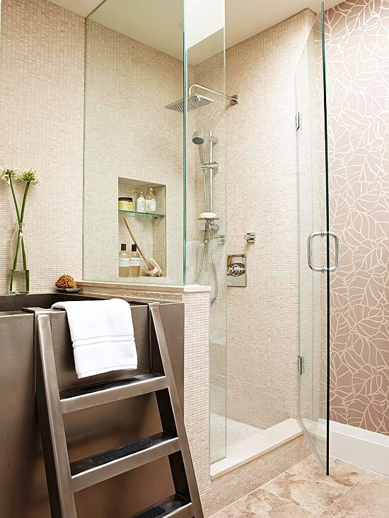 Sen tắm cây bố trí tại bức tường đối diện bồn tắm